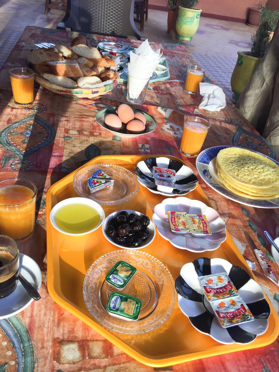 Petit déjeuner marocain à l'auberge du safran à Taliouline